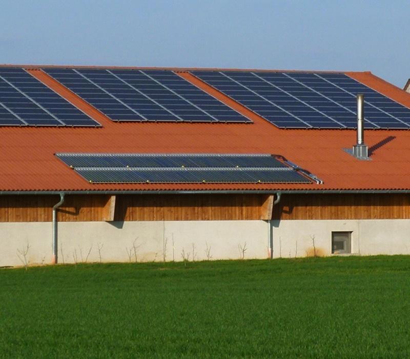 Halle für Hackschnitzel mit Heizraum und Fotovoltaik Rems-Murr-Schwein Erneuerbare Energien Andreas und Rainer Mueller